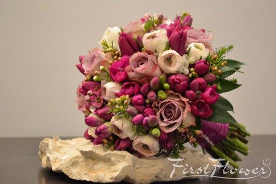 Buchet De Mireasa Cu Ranunculus Frezii Si Lalele Mov First Flower
