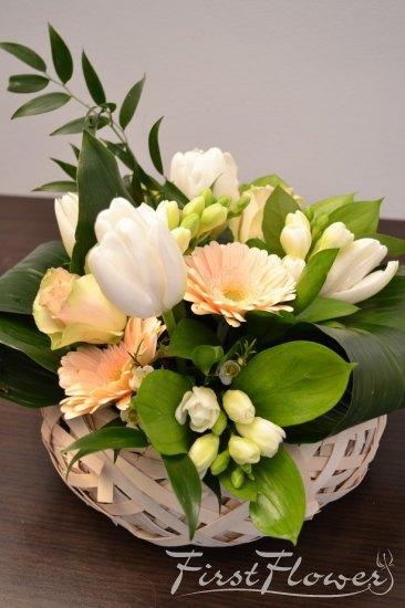 Aranjament Floral Elegant Cu Lalele Frezii Wax Si Trandafiri