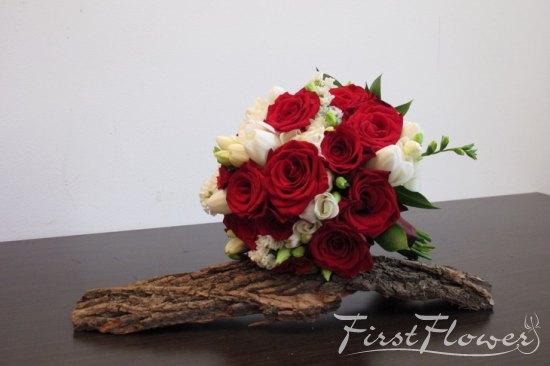 Buchet Mireasa Rosu Si Alb First Flower