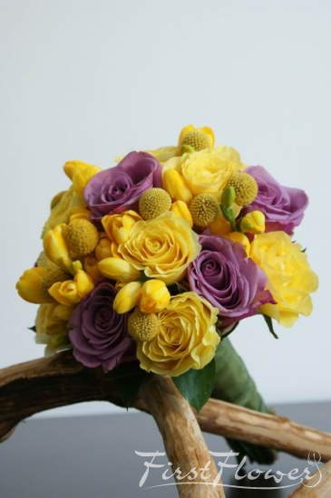 Buchet Nunta Cu Craspedia Frezii Galbene Trandafiri Lila Si Mov