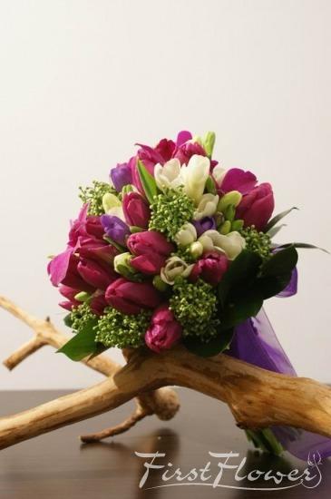 Buchet Mireasa Cu Lalele Mov Si Frezii Albe Si Albastre First Flower