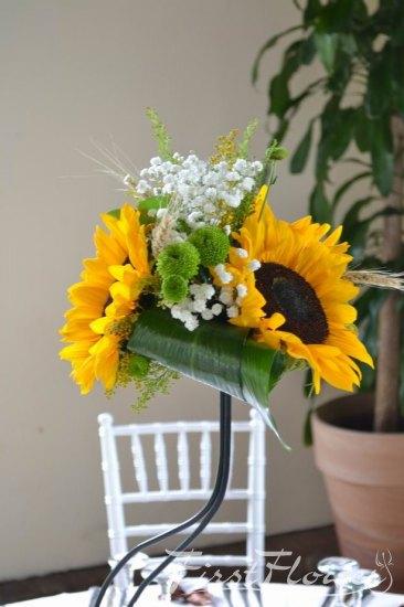 Decor Floral Pentru Nunta Cu Gypsofila Alba Floarea Soarelui Si