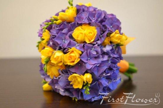 Buchet Nasa Cu Hortensie Mov Frezii Si Miniroze Galbene First Flower