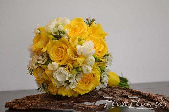 Buchet Mireasa Galben Cu Frezii Trandafiri Si Wax First Flower