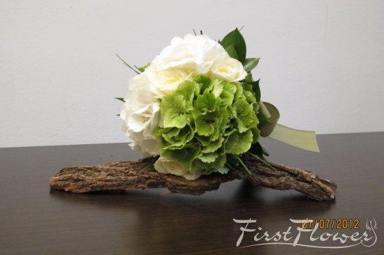 Buchet De Mireasa In Nuante Alb Si Verde Cu Hortensie Si Trandafiri